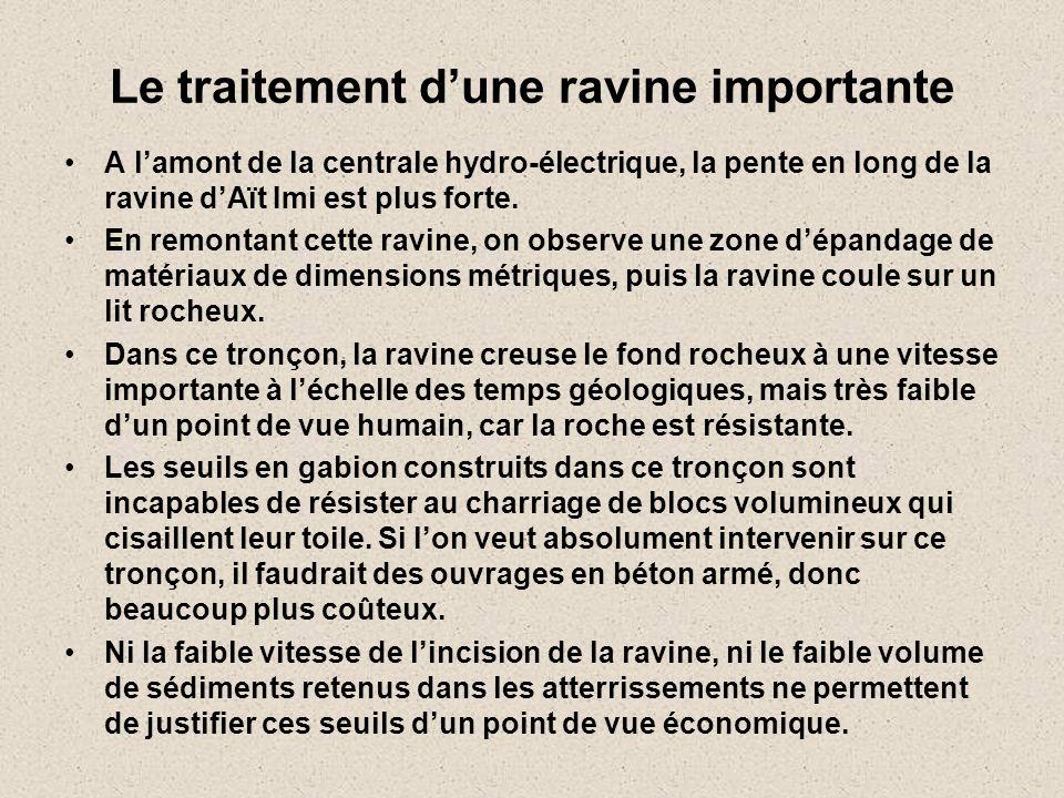 Le traitement d'une ravine importante •A l'amont de la centrale hydro-électrique, la pente en long de la ravine d'Aït Imi est plus forte. •En remontan
