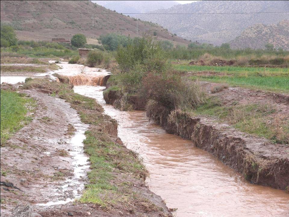 L'aménagement des zones d'épandage Les zones d'épandage naturel rencontrées dans cette vallée sont : •Les tronçons à pente faible de la vallée de l'assif d'Aït Imi.