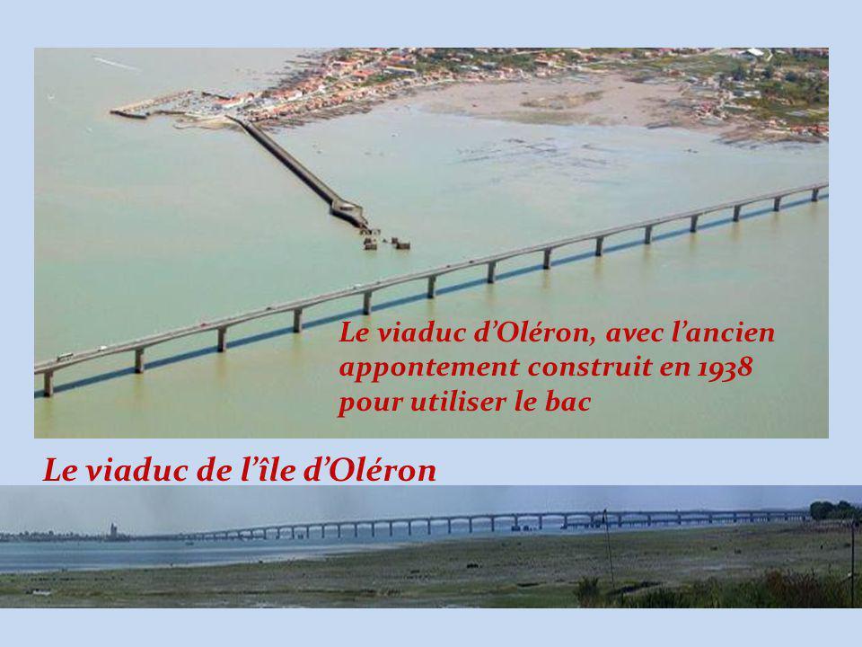 Le viaduc d'Oléron, avec l'ancien appontement construit en 1938 pour utiliser le bac Le viaduc de l'île d'Oléron