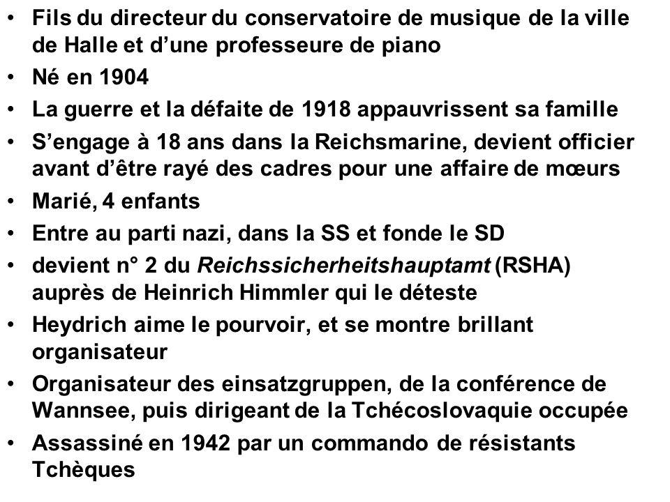•Fils du directeur du conservatoire de musique de la ville de Halle et d'une professeure de piano •Né en 1904 •La guerre et la défaite de 1918 appauvr