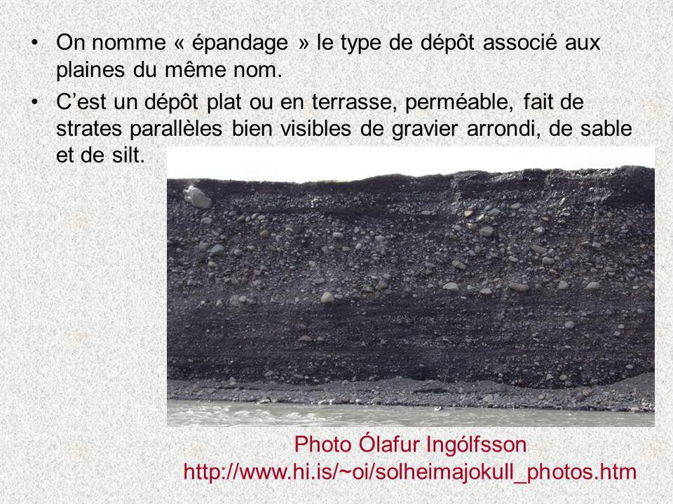 •On nomme « épandage » le type de dépôt associé aux plaines du même nom. •C'est un dépôt plat ou en terrasse, perméable, fait de strates parallèles bi