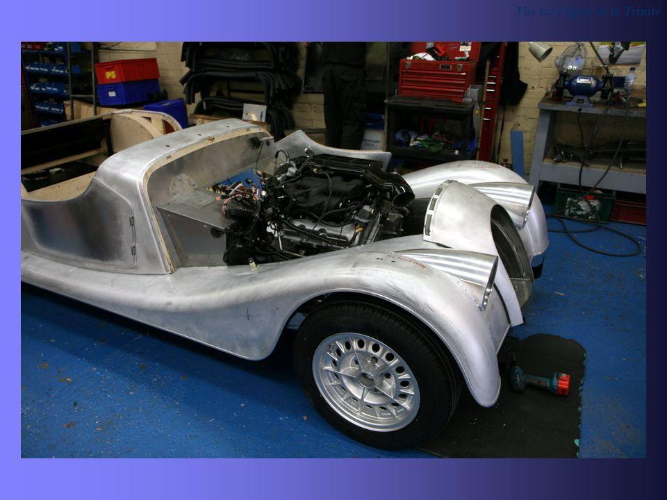 Deux modèles sont présentés ici, la décapotable et le coupé ils sont tous deux équipés d un moteur BMW de 4,8L.