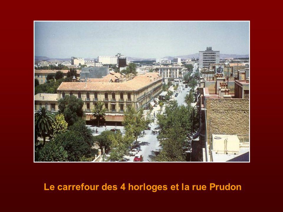 La place Carnot et le Printania