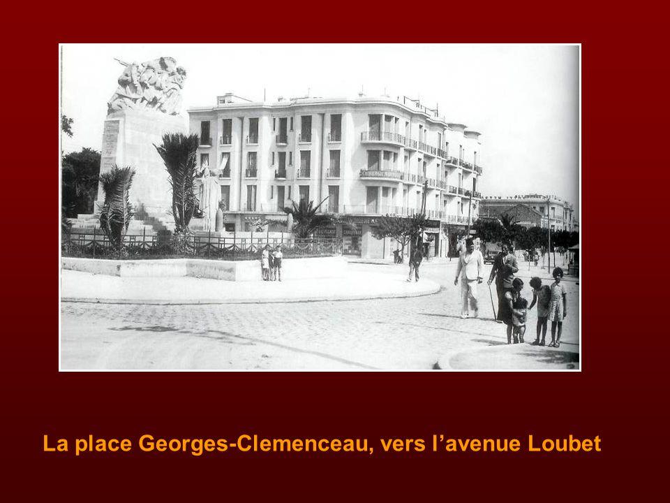 La place Georges-Clemenceau et le cinéma Vox