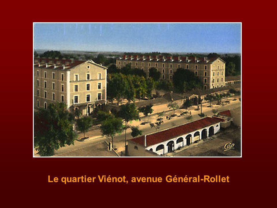 La place Georges-Clemenceau, vers l'avenue Loubet