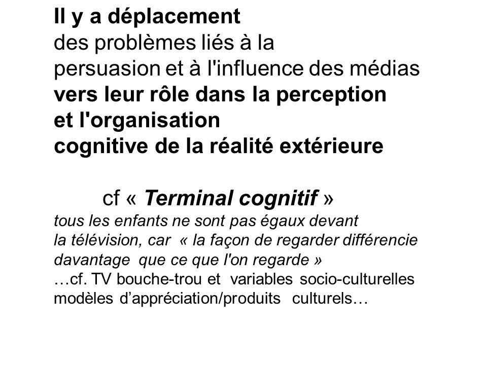 Il y a déplacement des problèmes liés à la persuasion et à l'influence des médias vers leur rôle dans la perception et l'organisation cognitive de la
