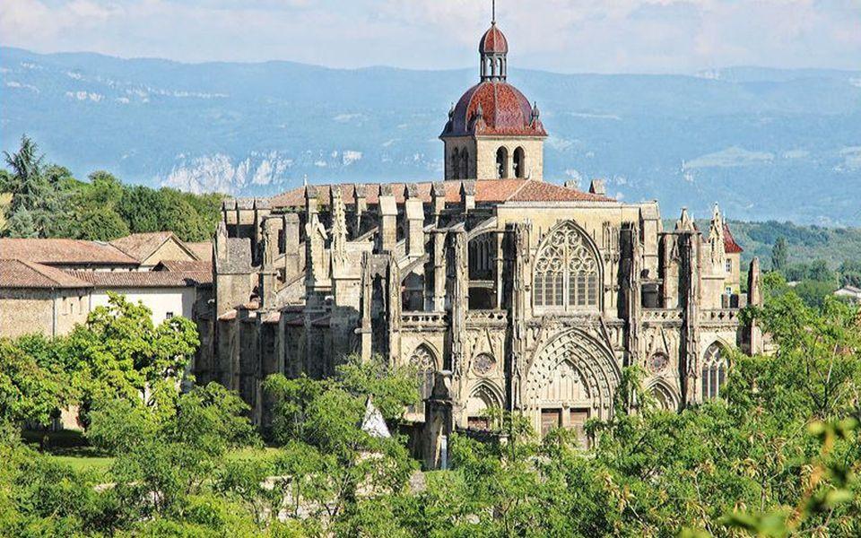 Perdu au fin fond d'un pays de vallons et collines, Les Chambarans Saint Antoine l'Abbaye L'un des plus beaux villages de France (classé depuis 2010).
