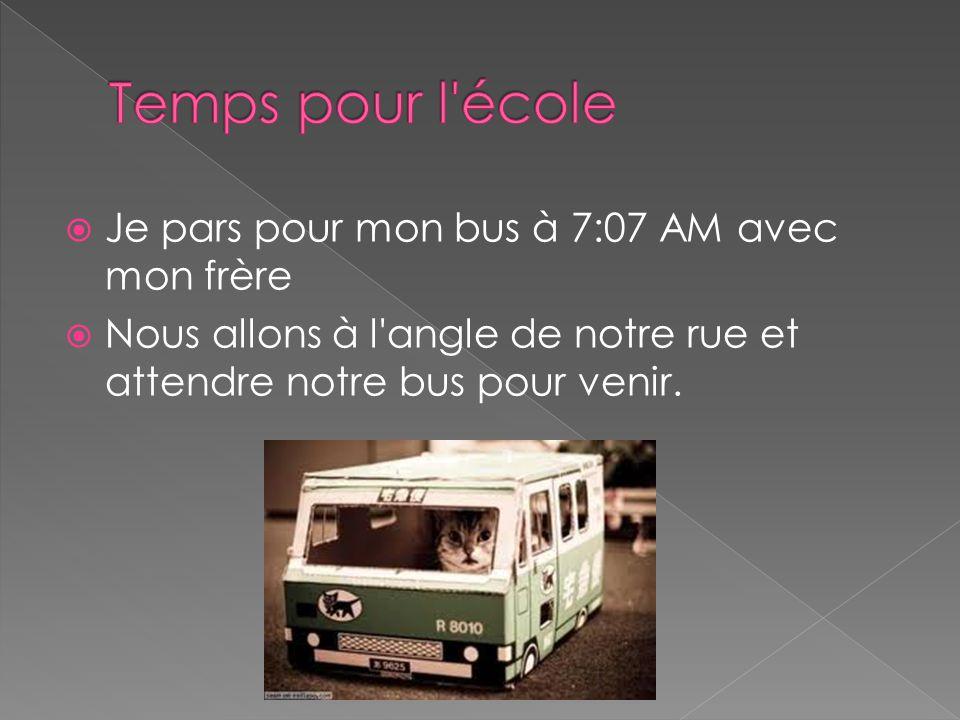  Je pars pour mon bus à 7:07 AM avec mon frère  Nous allons à l angle de notre rue et attendre notre bus pour venir.