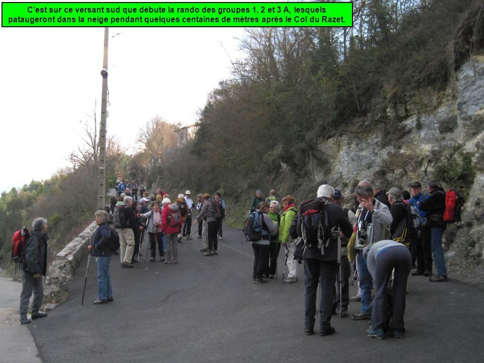 Col Saint Jean (642 m) Pique-nique Départ Arrivée Col de Castillon (706 m) Plus cools, le 4 et le 3 B, dirigés par Alex et Marcelle, descendent d'abord les 6 kilomètres de bitume qui mènent au Col Saint-Jean,