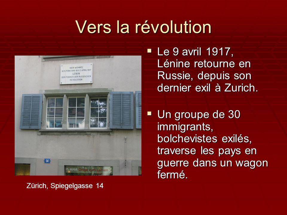 Il lance les fameuses « Thèses d'avril »:  Déclencher la révolution socialiste  Remettre le pouvoir politique aux soviets (conseils d'ouvriers ou de paysans)  Distribuer la terre des grands domaines  Nationaliser les banques et les usines