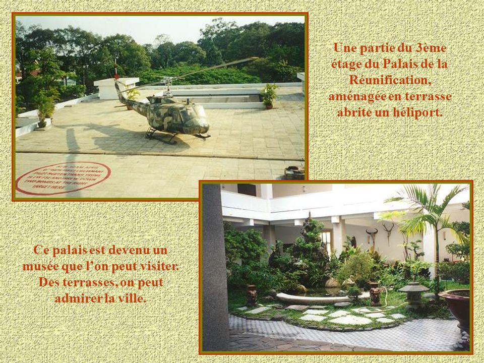 Le palais de la Réunification, anciennement le Palais Présidentiel, est entré dans l'Histoire le 30 Avril 1975 à 12h15 lorsqu'un char de l'armée Nord-