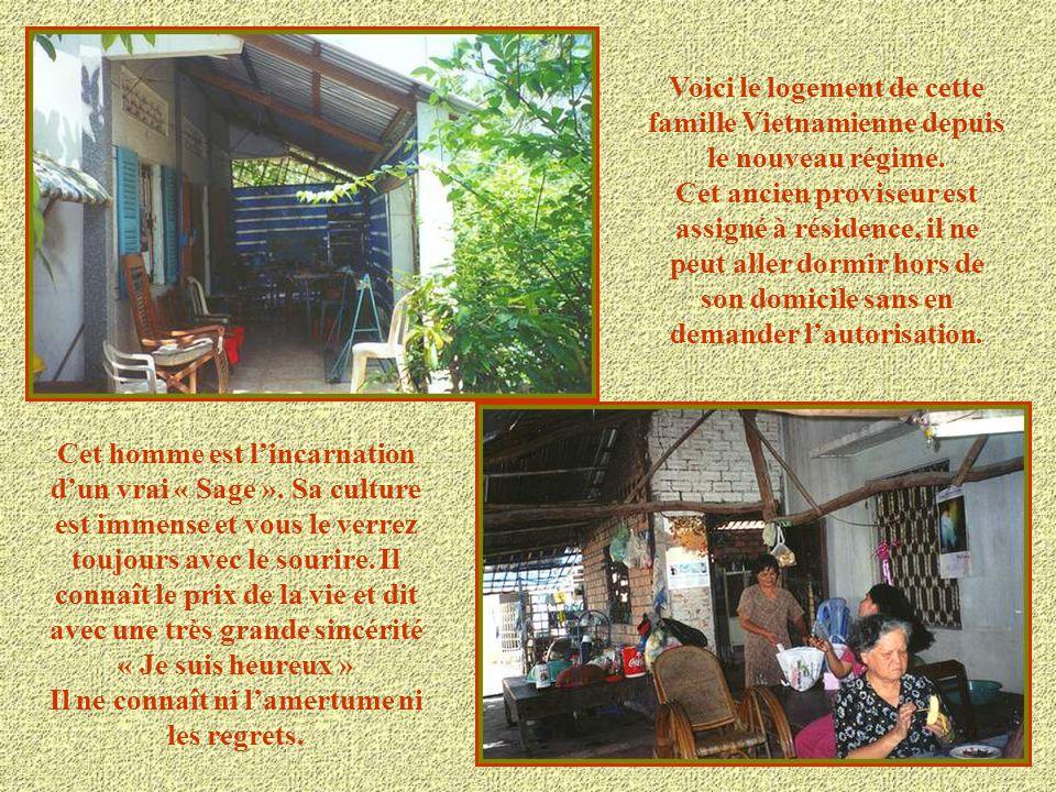 Cette maison était la demeure familiale du Proviseur du Lycée d'une ville du Sud-Vietnam. Après la prise du pouvoir par les communistes la maison fut