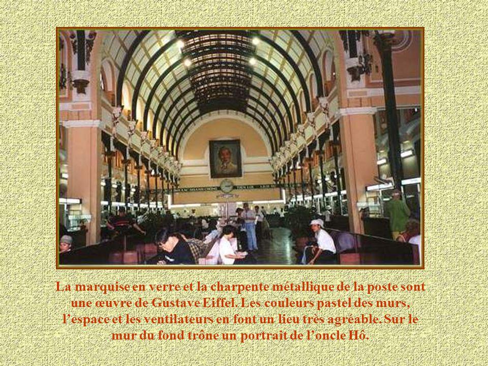 La Poste construite entre 1886 et 1891 pendant la colonisation française.