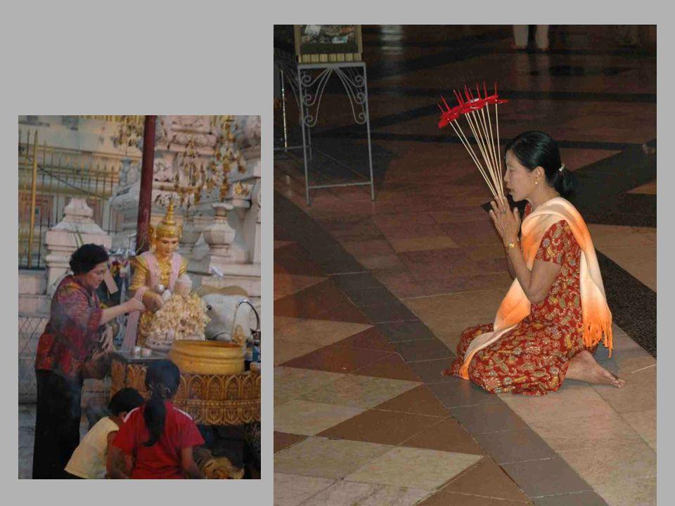 •Le culte des esprits s'est associé à l implantation • du bouddhisme en Birmanie.