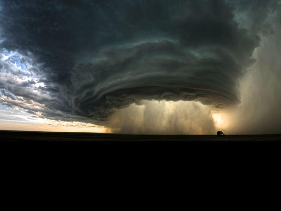 L'orage s'en vient à Battrum en Saskatchewan