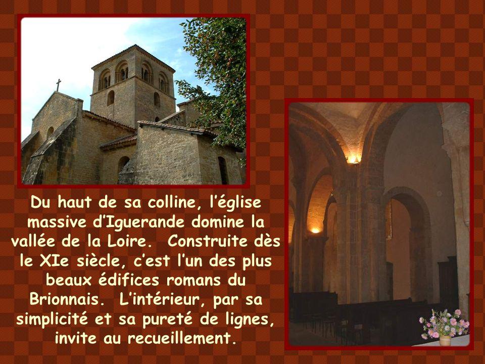 Construite vers le milieu du XIIe siècle, la petite église de Saint- Julien-de-Jonzy est surtout connue pour son tympan représentant le Christ en gloi
