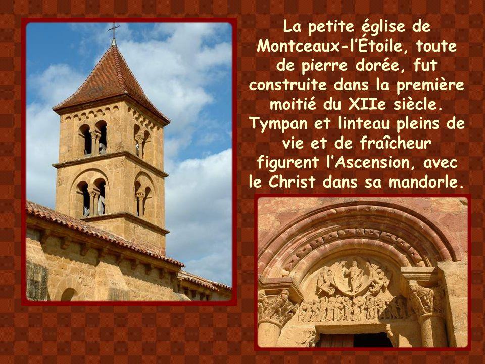 Ancienne chapelle du château, édifiée au XIIe siècle, l'église de Chateauneuf a été fortement remaniée après les ravages de la guerre de cent ans.