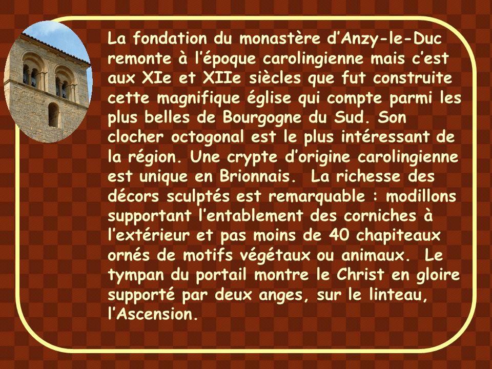 Construite à la fin du XIe siècle, l'église de Bois-Sainte-Marie est l'une des plus importante du Brionnais.