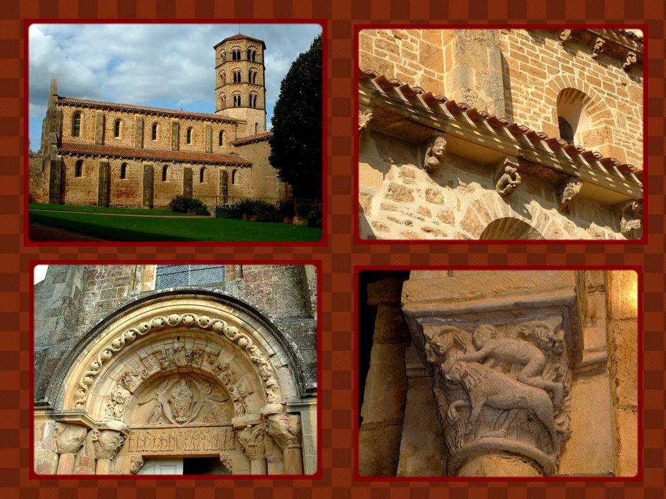 La fondation du monastère d'Anzy-le-Duc remonte à l'époque carolingienne mais c'est aux XIe et XIIe siècles que fut construite cette magnifique église