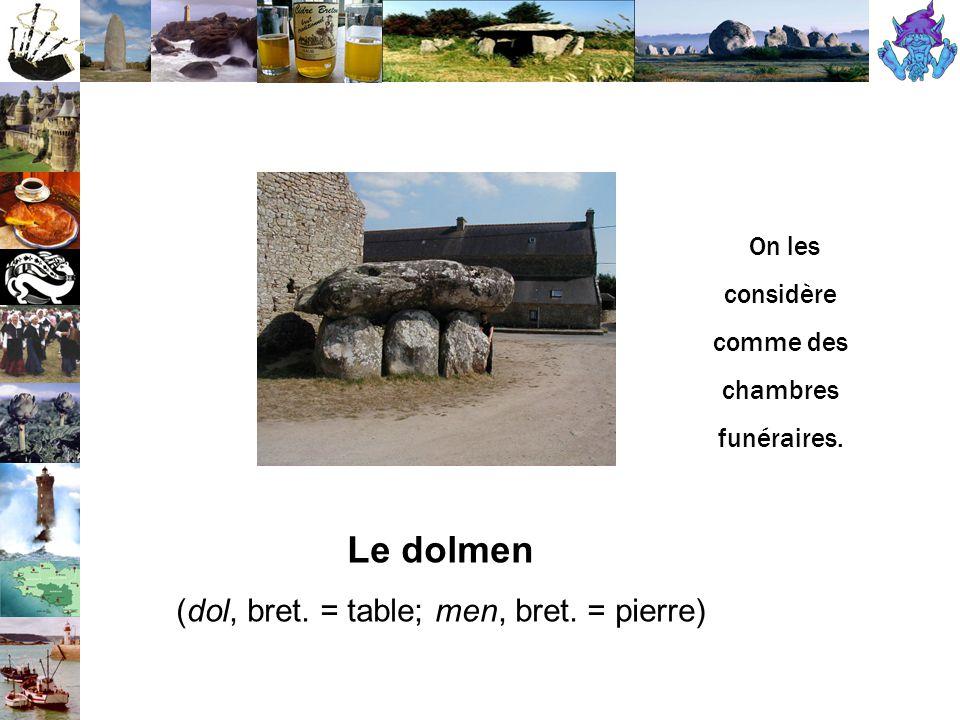 Le dolmen (dol, bret. = table; men, bret. = pierre) On les considère comme des chambres funéraires.