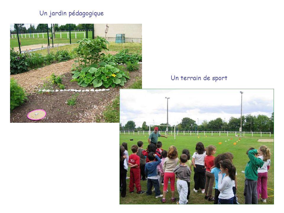 Un terrain de sport Un jardin pédagogique