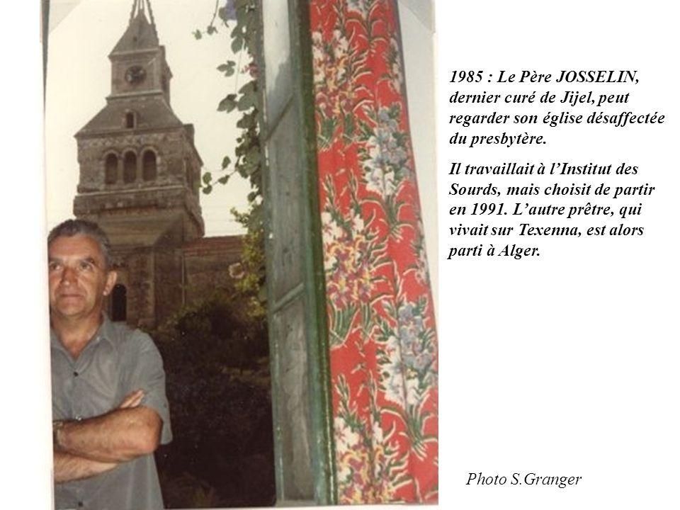 1985 : Le Père JOSSELIN, dernier curé de Jijel, peut regarder son église désaffectée du presbytère. Il travaillait à l'Institut des Sourds, mais chois