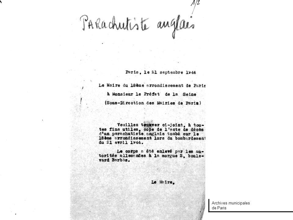 Une commémoration des bombardements du 21 avril 1944 devant les 13 et 15 Impasse Marteau, en 1958 Photo Pierre Douzenel