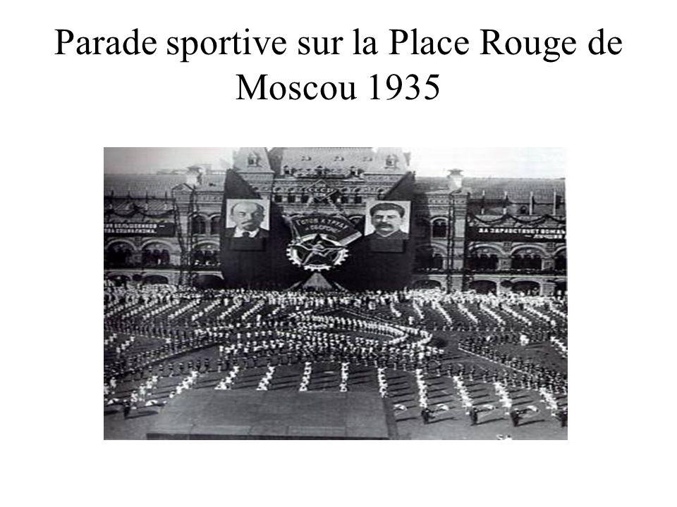 Parade sportive sur la Place Rouge de Moscou 1935