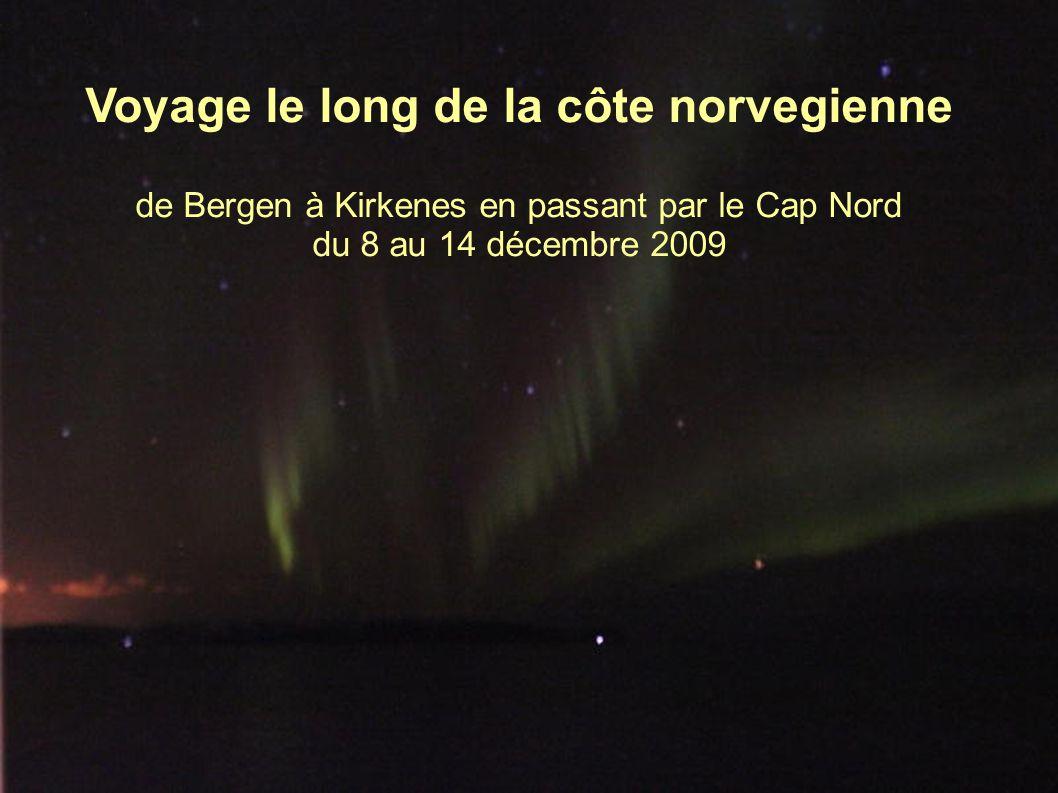 L Express Côtier de la société Hurtigruten (http://www.hurtigruten.fr/) longe la côte norvégienne de Bergen à Kirkenes, près de la frontière russe, et retour.