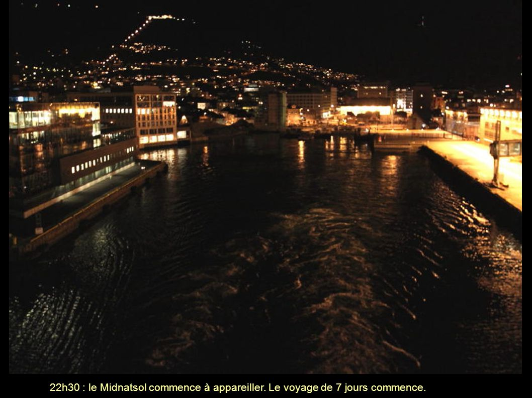 Enfin une nuit claire et des aurores boréales (temps de pose : 4 secondes ; le bateau bouge...et la main aussi)