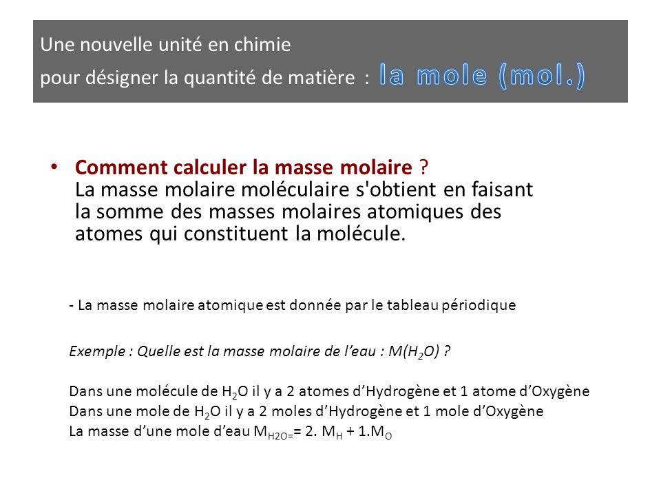 • Comment calculer la masse molaire ? La masse molaire moléculaire s'obtient en faisant la somme des masses molaires atomiques des atomes qui constitu
