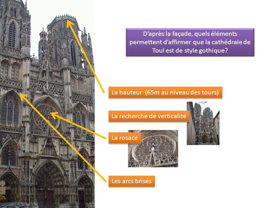 D'après la façade, quels éléments permettent d'affirmer que la cathédrale de Toul est de style gothique.