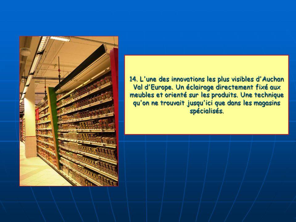 14. L'une des innovations les plus visibles d'Auchan Val d'Europe. Un éclairage directement fixé aux meubles et orienté sur les produits. Une techniqu