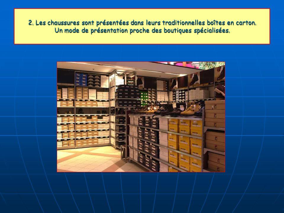 2. Les chaussures sont présentées dans leurs traditionnelles boîtes en carton. Un mode de présentation proche des boutiques spécialisées.