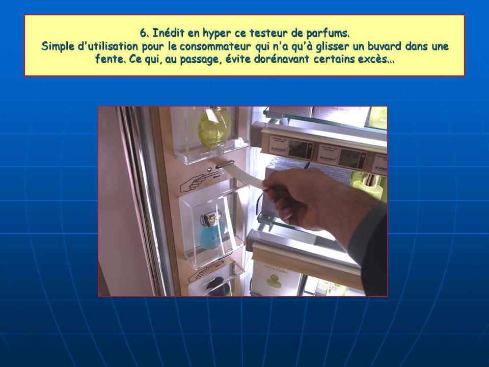 6. Inédit en hyper ce testeur de parfums. Simple d'utilisation pour le consommateur qui n'a qu'à glisser un buvard dans une fente. Ce qui, au passage,