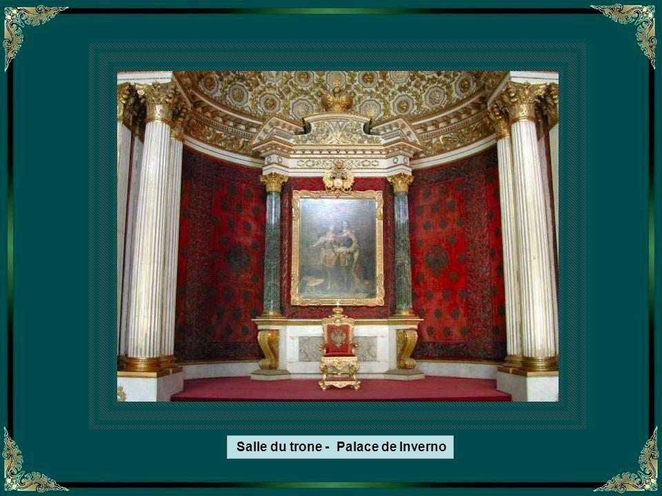 Le trone de Saint-Georges – Hall du Palace de Inverno