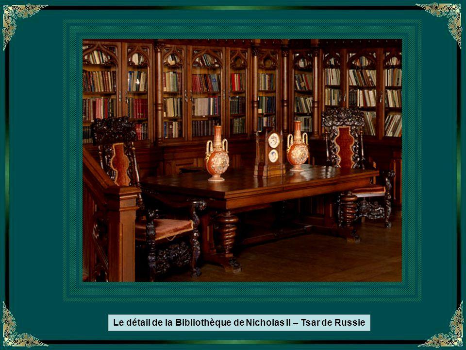 L'intérieur du musée Ermitage, affiche les célébrités historiques du monde entier.