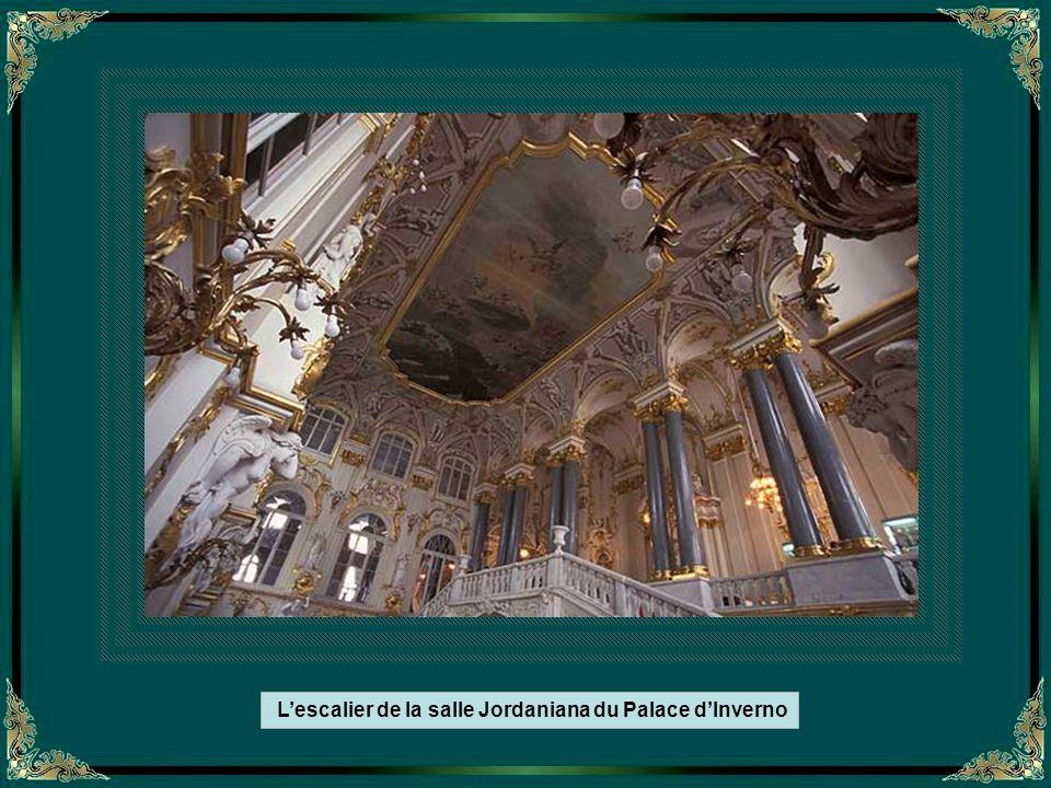 L'escalier de la salle Jordaniana du Palace d'Inverno