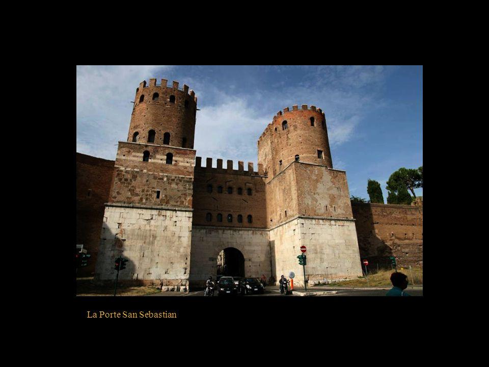La place d'Ostie, la Pyramide de Cestius et la Porte San Paolo