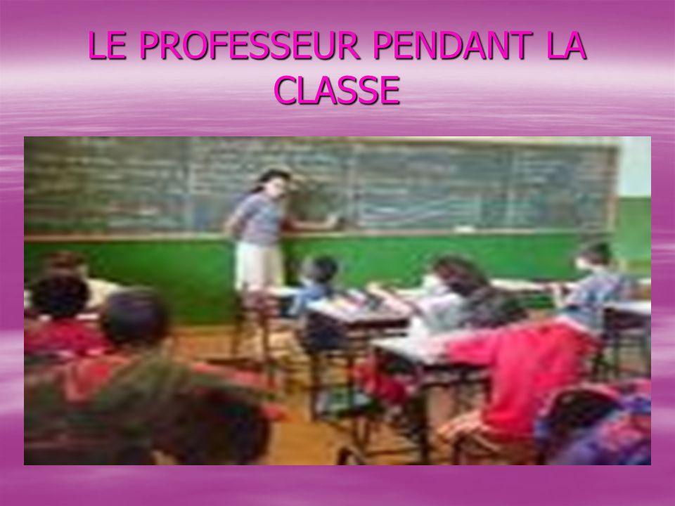 LE PROFESSEUR PENDANT LA CLASSE