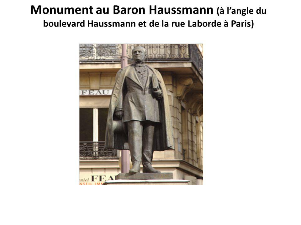 Monument au Baron Haussmann (à l'angle du boulevard Haussmann et de la rue Laborde à Paris)