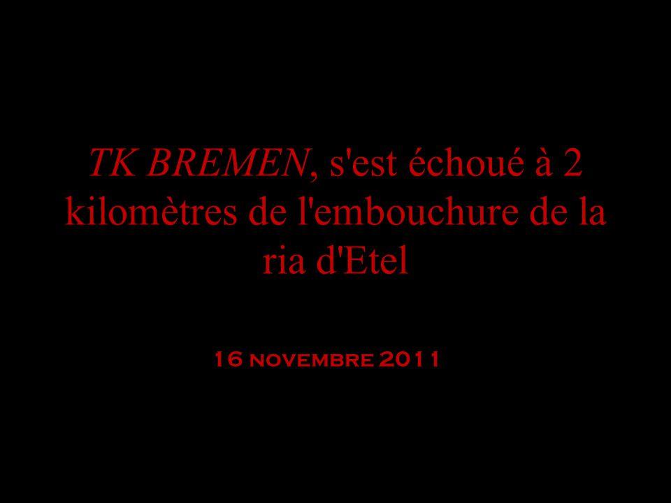 TK BREMEN, s'est échoué à 2 kilomètres de l'embouchure de la ria d'Etel 16 novembre 2011 Etel, 08H45 samedi 16 novembre. Philip Plisson est le premier