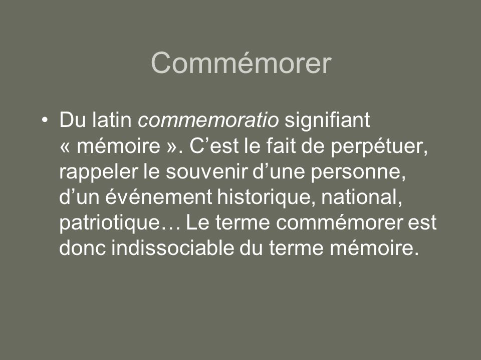 Commémorer •Du latin commemoratio signifiant « mémoire ».