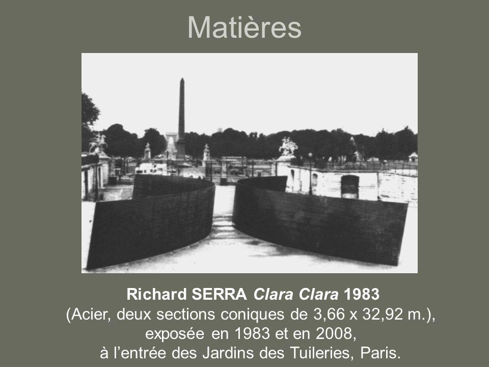 Matières Richard SERRA Clara Clara 1983 (Acier, deux sections coniques de 3,66 x 32,92 m.), exposée en 1983 et en 2008, à l'entrée des Jardins des Tuileries, Paris.