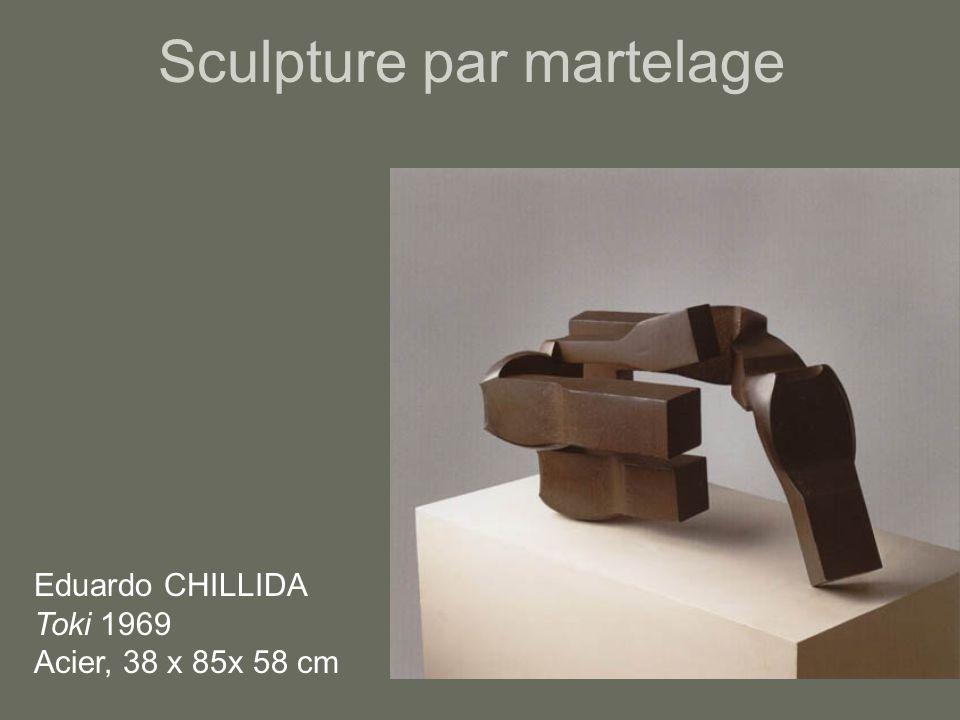 Sculpture par martelage Eduardo CHILLIDA Toki 1969 Acier, 38 x 85x 58 cm