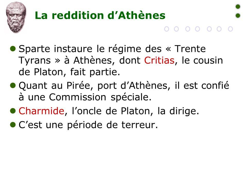 La reddition d'Athènes  Sparte instaure le régime des « Trente Tyrans » à Athènes, dont Critias, le cousin de Platon, fait partie.  Quant au Pirée,