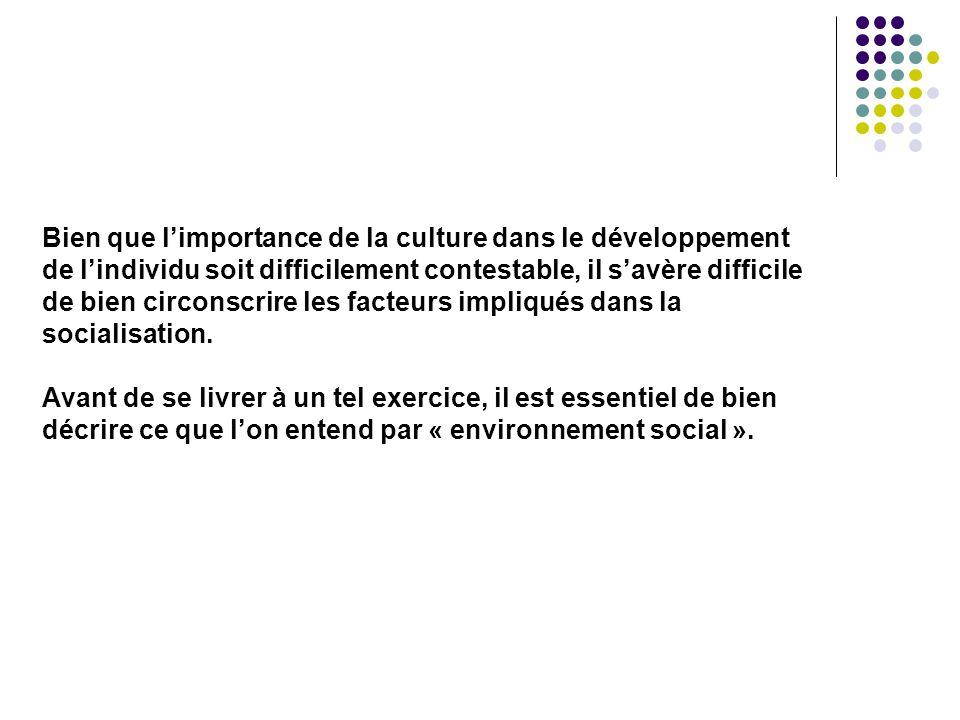 Urie Bronfenbrenner (1917 - 2005)  Psychologue américain d'origine russe  Contribution majeure : Prise en considération de l'écologie humaine dans l'étude du développement L'environnement social n'est pas un vaste ensemble indifférencié