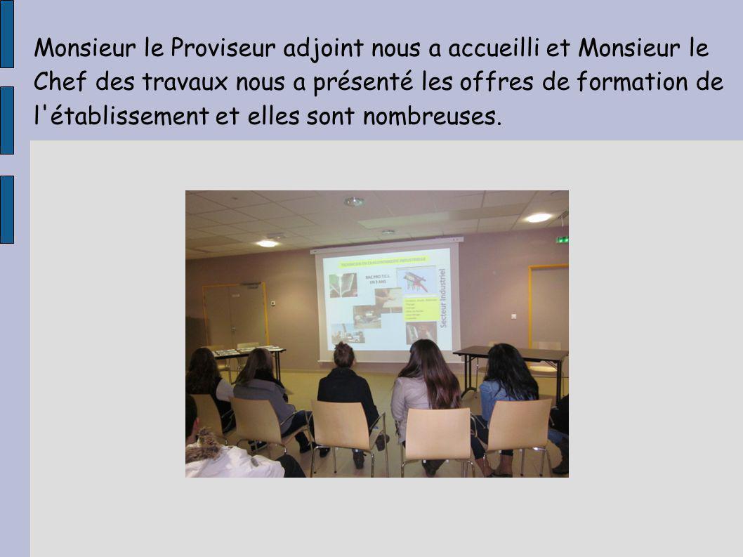 La présentation par vidéoprojecteur est terminée, nous allons maintenant visiter les salles de classe et les ateliers.