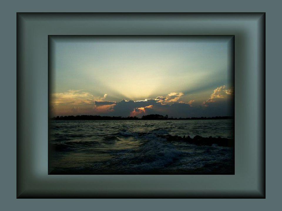 La mer a déployé toute son immensité… Ses vagues s'agitaient au rythme du vent… Votre âme se laissait bercer paisiblement… Peut-on aimer sans jamais s