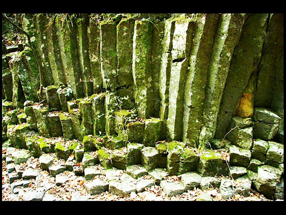 Jaujac – Source gazeuse du Pechier, au pied du volcan